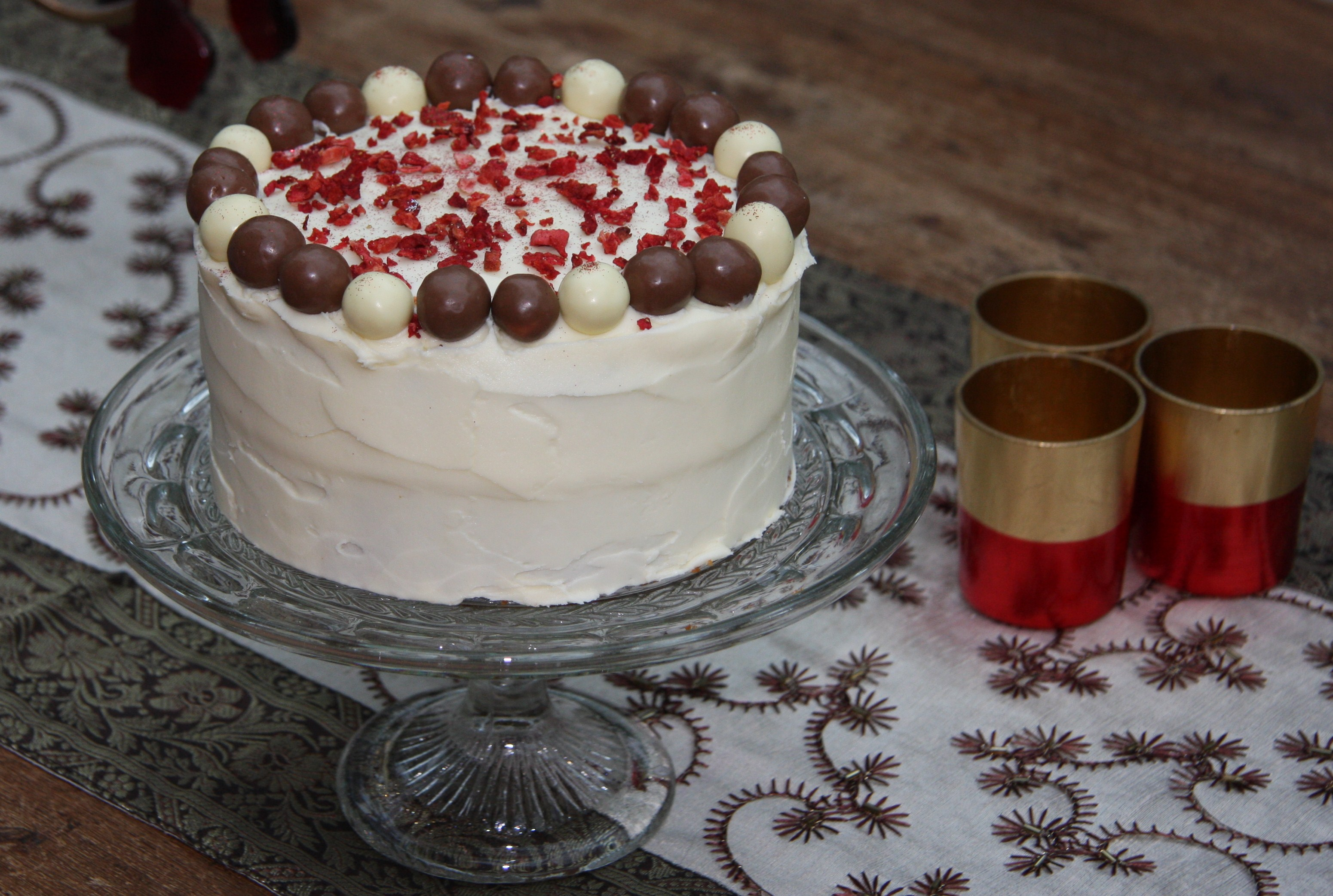 birthday cake with picture on top ; saras-cake-blog