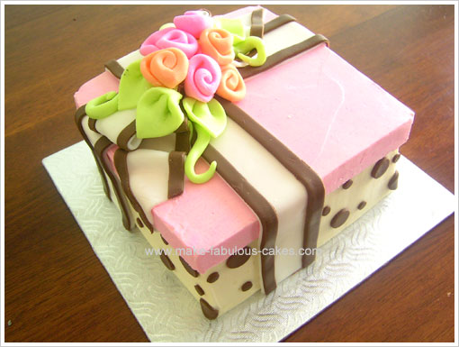 birthday gift cake image ; flower-gift-box-cake