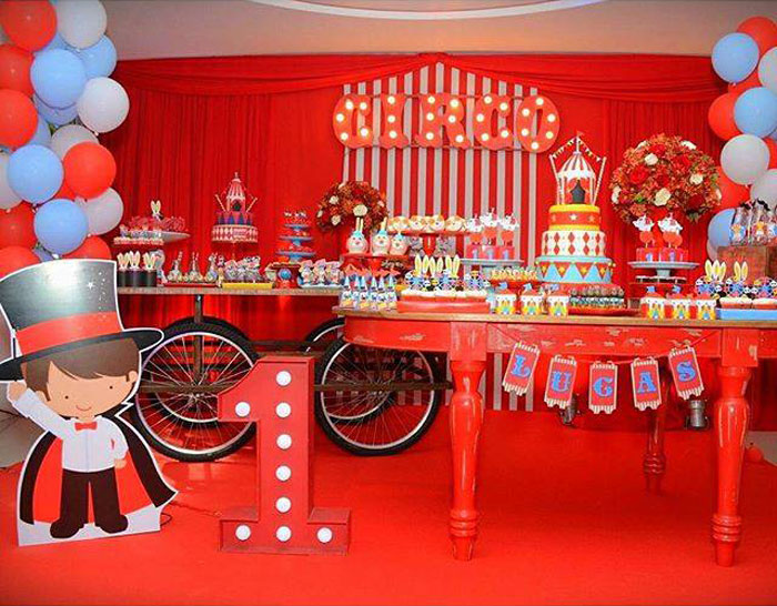 birthday party picture display ; Circus-Birthday-Party-via-Karas-Party-Ideas-KarasPartyIdeas