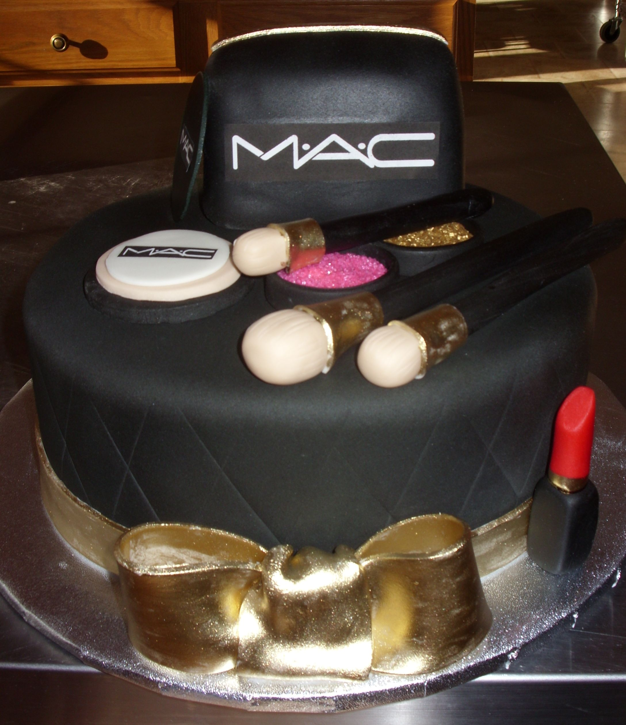 happy birthday mac ; happy-birthday-mac-cake-makeup_525007