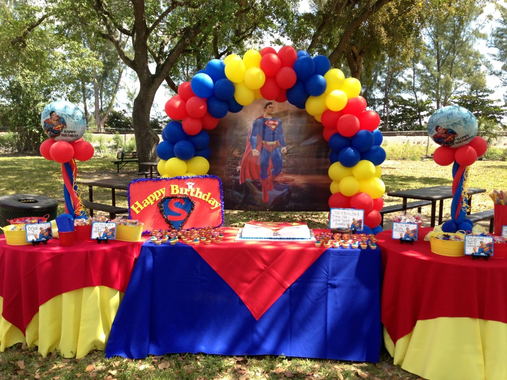 superman design for birthday party ; coolest-superman-decoration-ideas-6